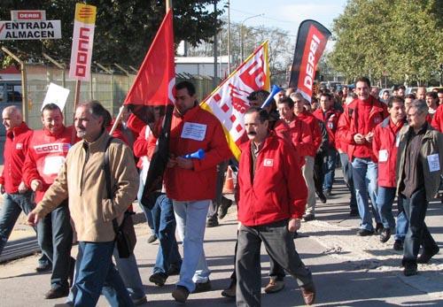 Los trabajadores de Derbi se vuelven a manifestar por su futuro